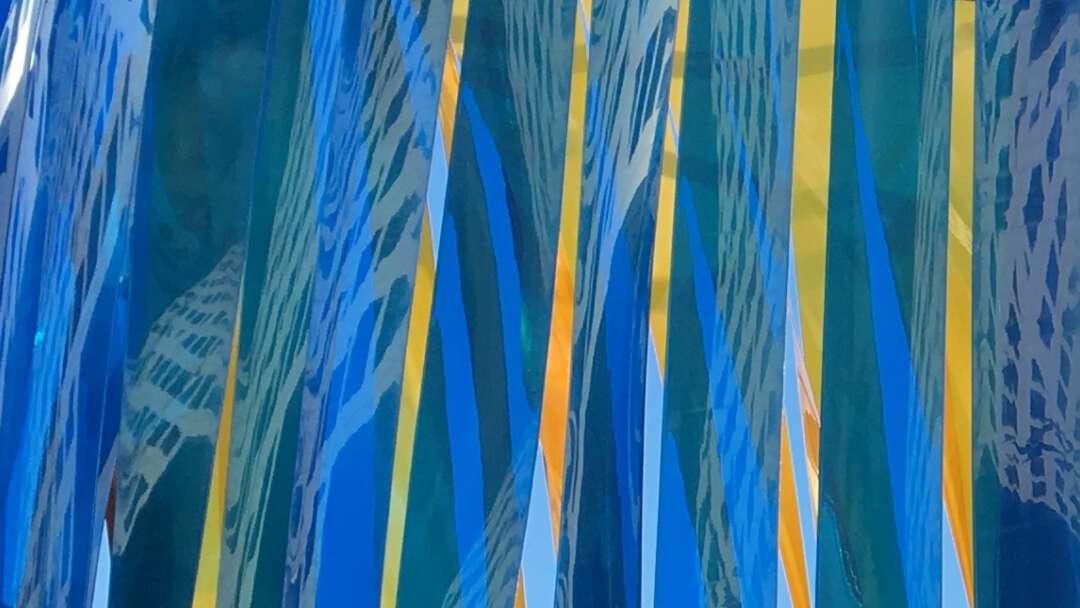 Dansen spiegelen blauw geel