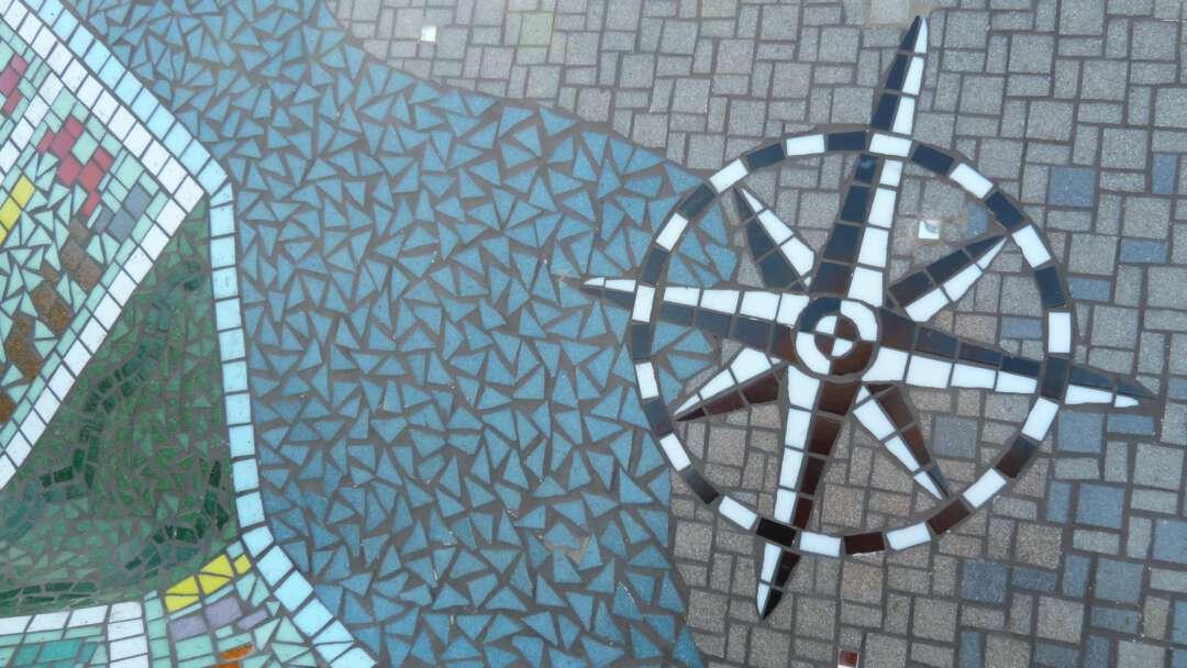 Kompas 2160x1216