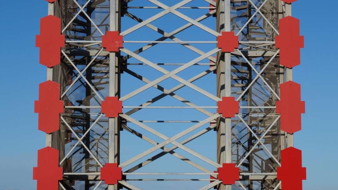 Toren rood wenteltrappen verbonden 2400x1595 2