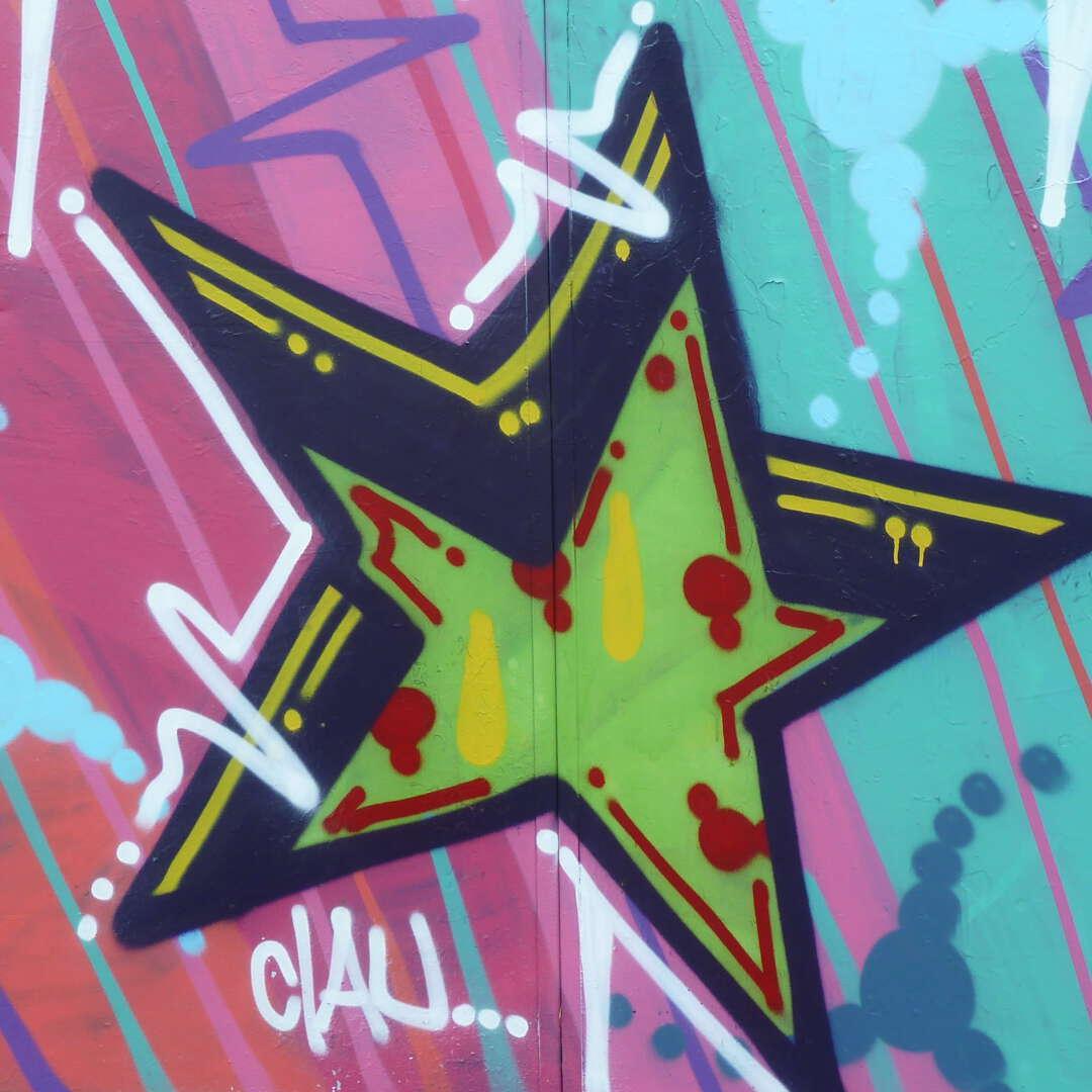 Graffiti rose groen ster